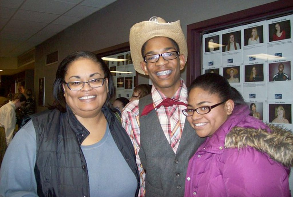 Genesis Buckhalton(right) poses for a photo with her mother and brother.