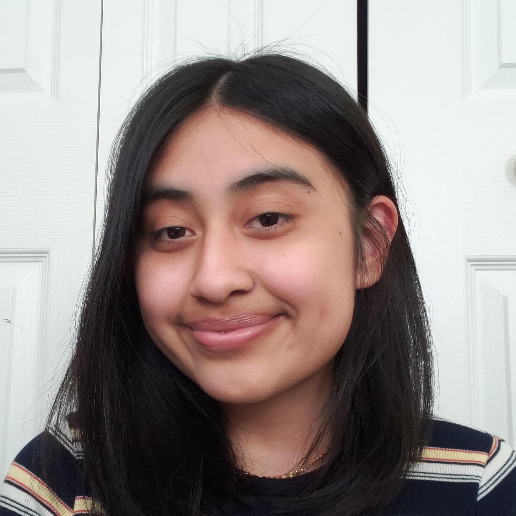 Headshot student Zaira Reyes